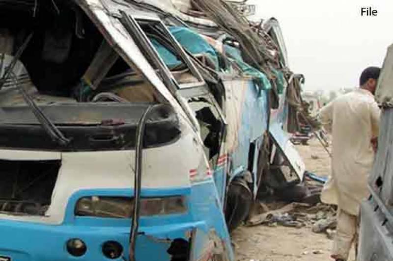 نوابشاہ: ٹریفک حادثے میں 11 افراد جاں بحق