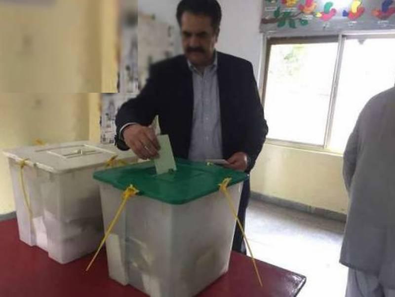 عام انتخابات :سابق آرمی چیف جنرل(ر)راحیل شریف نے بھی ووٹ کاسٹ کردیا