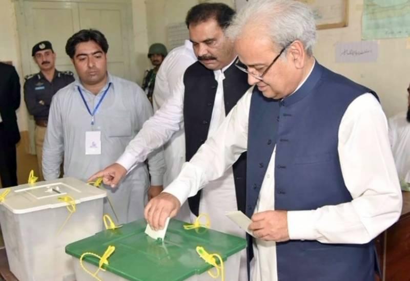 نگران وزیراعظم ناصرالملک، آصف زرداری اور سینیٹ چیئرمین نے ووٹ کاسٹ کر دیا