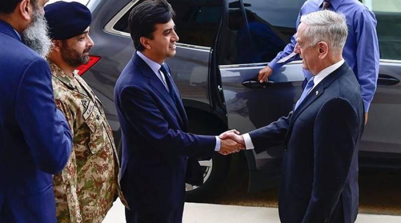 پاکستانی سفیر کا دورہ پینٹاگون، امریکی وزیر دفاع جیمز میٹس سے ملاقات