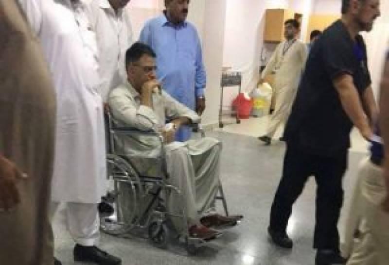 تحریک انصاف کے رہنما اسد عمر گھوڑے سے گر کر زخمی ہو گئے