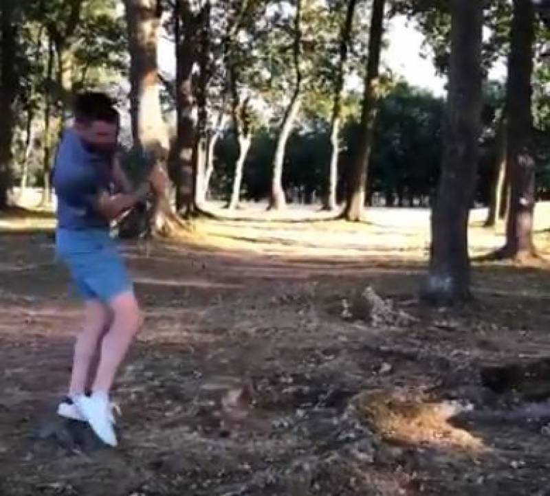 برطانوی کرکٹ ٹیم کے فاسٹ باﺅلر جیمز اینڈرسن کو گالف کھیلنے کا شوق مہنگا پڑ گیا