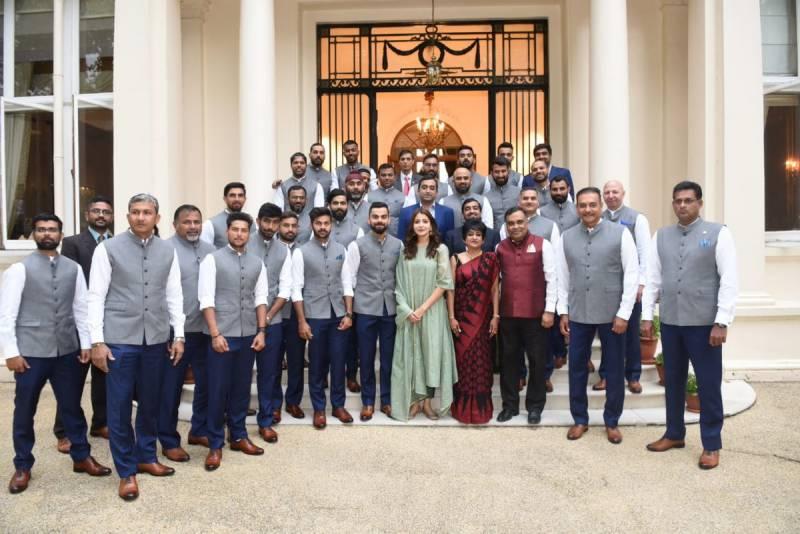 انوشکا شرما کو بھارتی کرکٹ ٹیم کے ساتھ تصاویر مہنگی پڑ گئیں