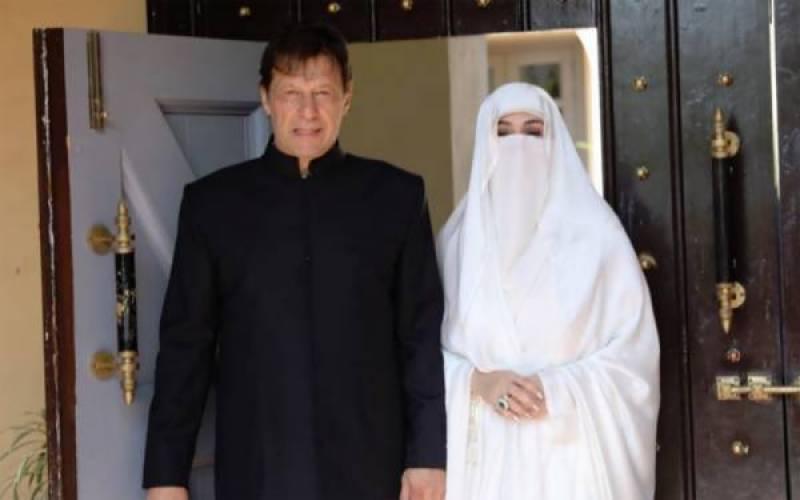 عمران خان کے وزیراعظم بننے کے بعد بشریٰ بی بی کی تازہ تصاویر سامنے آگئیں