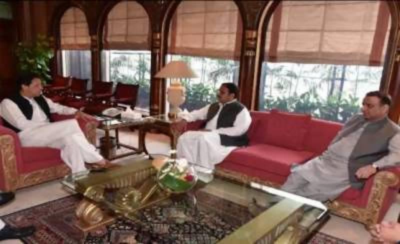 وزیراعظم عمران خان نے پنجاب کابینہ کی حتمی مشاورت کیلئے وزیراعلیٰ پنجاب اور چودھری سرور کو طلب کرلیا