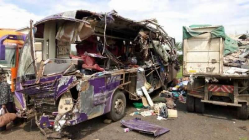 شکارپور:2بسوں میں تصادم کے نتیجہ میں30 سے زائدافراد زخمی ،متعدد کی حالت تشویشناک