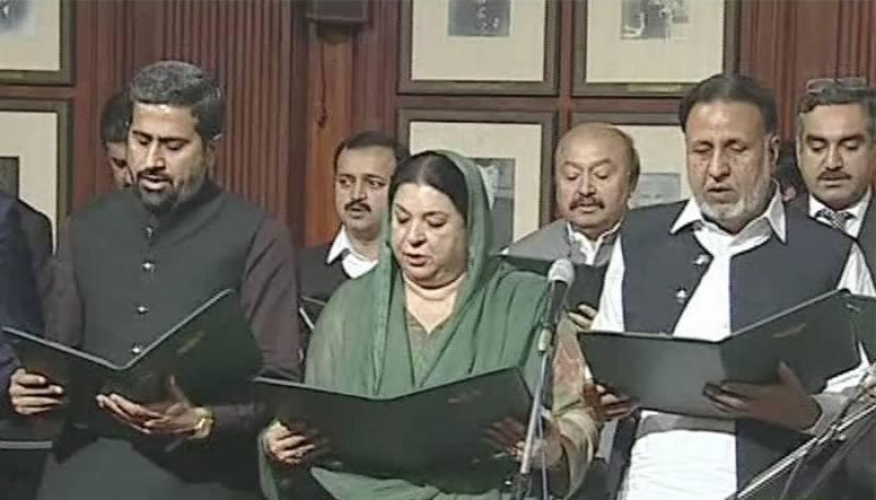 پنجاب کی 23رُکنی صوبائی کابینہ نے حلف اٹھا لیا ، پرویز الٰہی نے اراکین سے حلف لیا