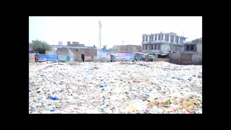 جلالپور بھٹیاں  گرلز سکول کی عمارت کے ساتھ گندگی کے ڈھیر ،تعفن سےطالبات بیمار بڑھنے لگیں