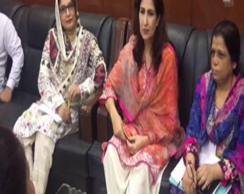 سابق ڈپٹی سپیکر سندھ اسمبلی شہلار ضا کی گاڑی کو حادثہ،چہرہ زخمی