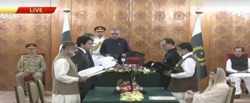 وزیراعظم کی کابینہ میں اضافہ،5 وفاقی اور ایک وزیرمملکت نے حلف اٹھالیا