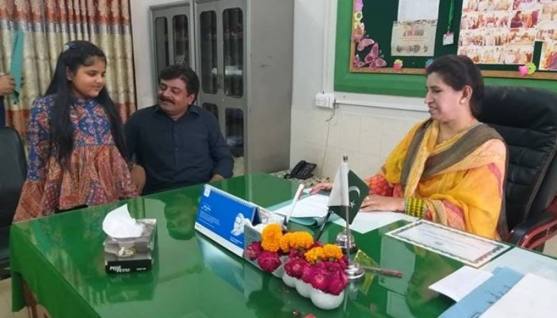 وزیر تعلیم سندھ نے بیٹی کو سرکاری اسکول میں داخل کرا دیا