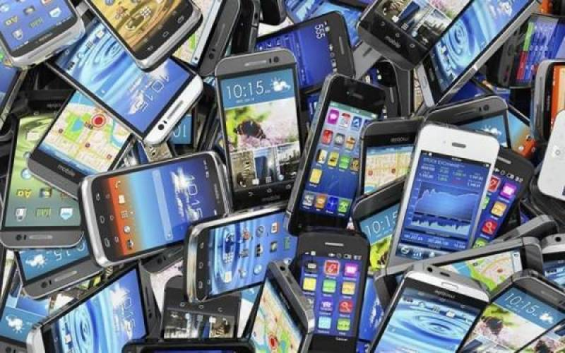 حکومت نے سمگل شدہ موبائل فونز کو بند کرنے کا فیصلہ موخر کر دیا ہے
