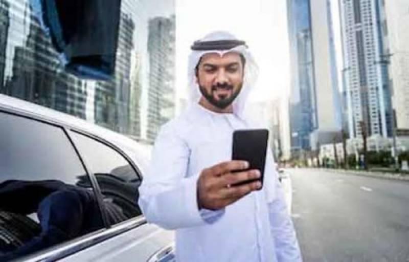 عرب امارات کے 83 فیصد باشندے موبائل فونز استعمال کرتےہیں