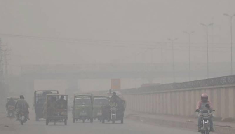 کراچی میں چھائی ہوئی دھند ،اسموگ میں تبدیل ہو گئی