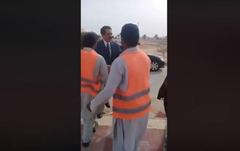سابق آرمی چیف راحیل شریف کی ورکروں کے ساتھ ملنے کی ویڈیو وائرل ہو گئی