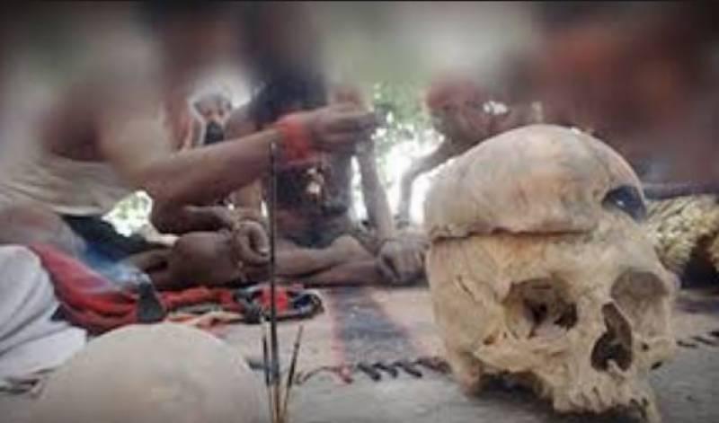 بھارت میں جادوگروں نے مرا ہوا بیٹا زندہ کرنے کا جھانسہ دیکر سات لاکھ ہتھیا لئے