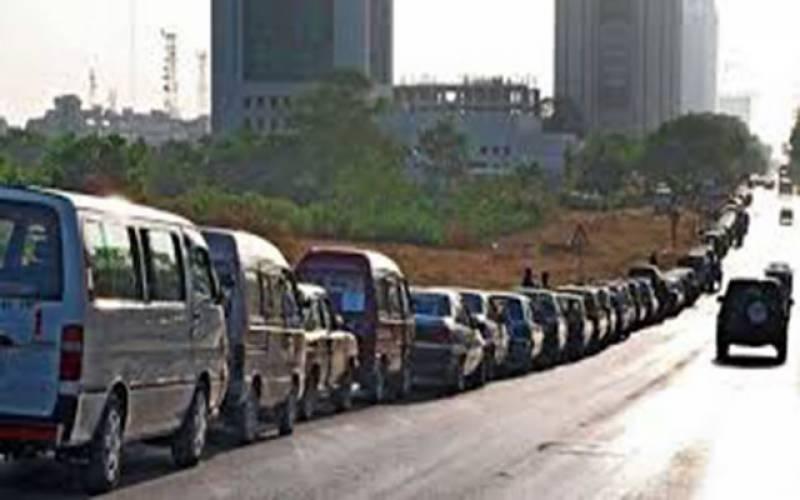 سی این جی کی بندش، کراچی میں سڑکوں پر گاڑیوں کی تعداد کم ہوگئی