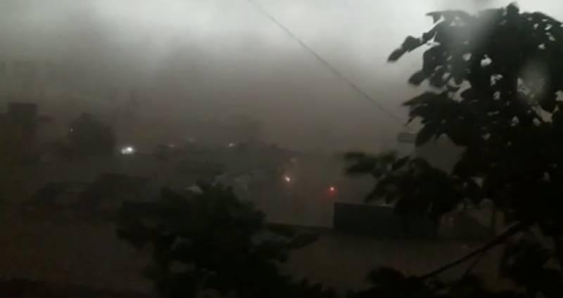 پشاور، تیز آندھی اور بارش سے 6 افراد جاں بحق ہو گئے
