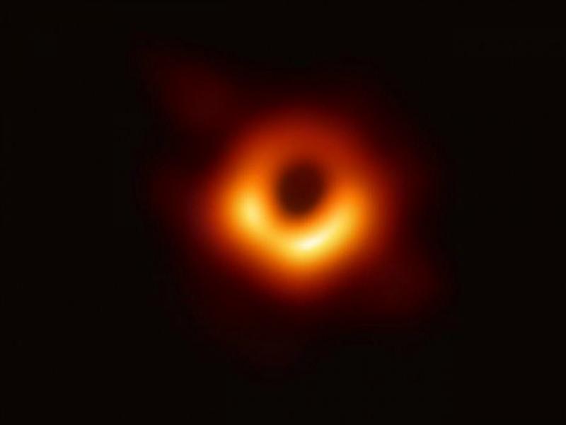 سائنسدانوں نے خلا میں پہلی مرتبہ بلیک ہول کی تصویر حاصل کر لی