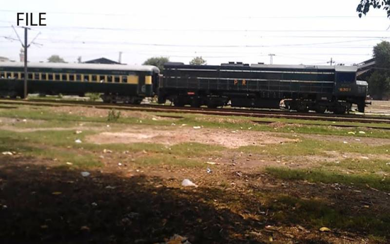 لاہور : ایک مسافر ٹرین تلے آکر جان کی بازی ہار گیا