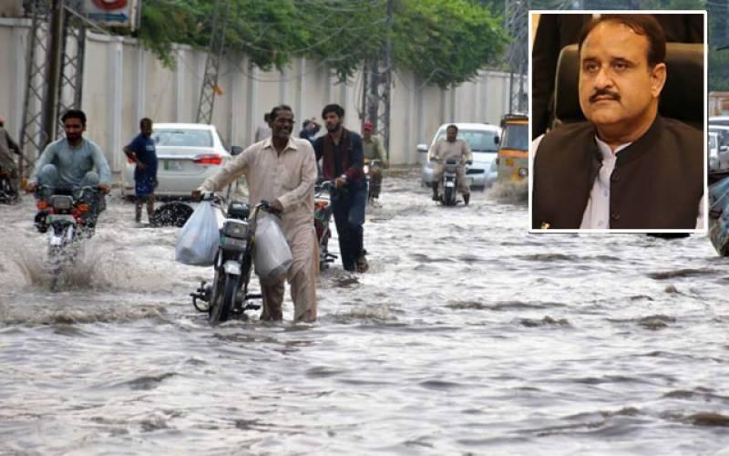 وزیراعلیٰ پنجاب کا موسلادھار بارش کے دوران گاڑی میں لاہور کا دورہ ، انتطامات کا جائزہ