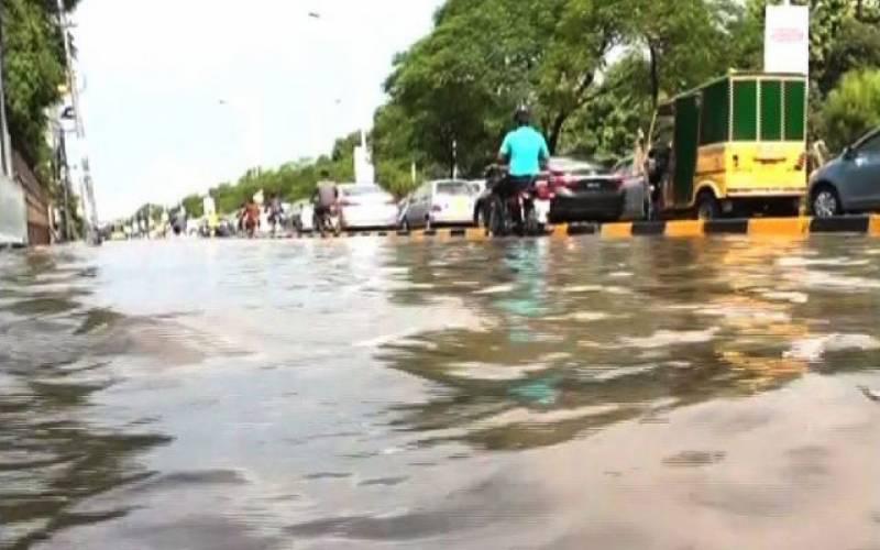 پنجاب میں موسلا دھار بارش ، نشیبی علاقے زیر آب ، انڈر پاس جھیلوں کا منظر پیش کرنے لگے