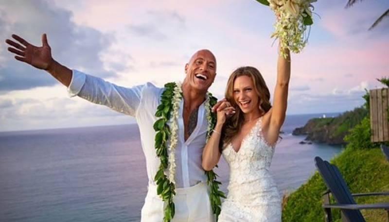 'دی راک' نے اپنی گرل فرینڈ سے شادی کر لی