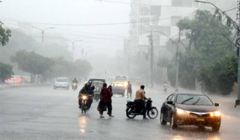کراچی، مختلف علاقوں میں ہلکی و تیز بارش، سڑکیں تالاب بن گئیں