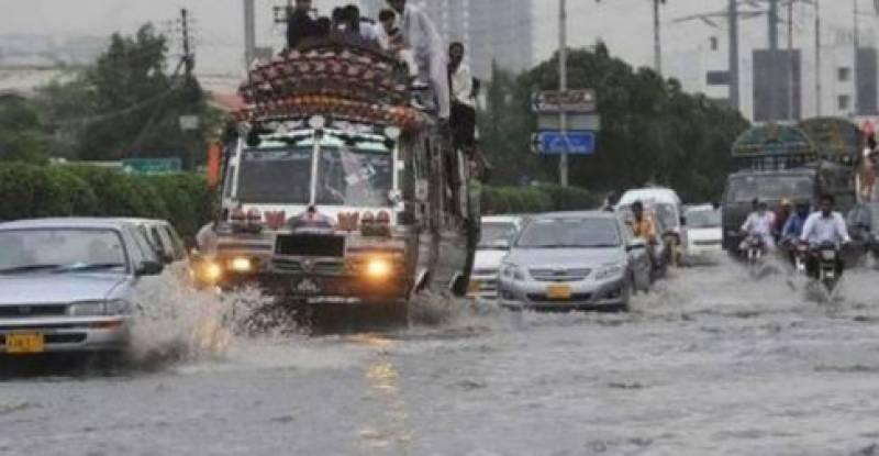 کراچی میں موسلا دار بارش، کرنٹ لگنے سے 4 افراد جاں بحق