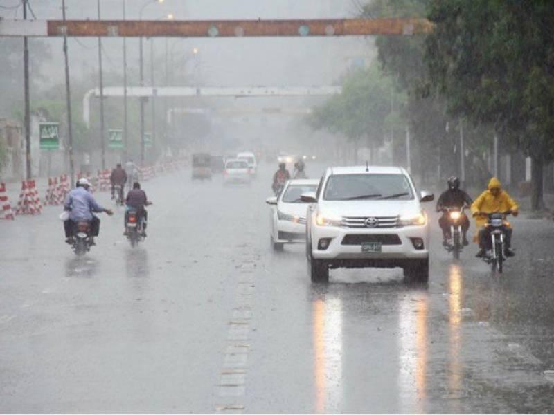 کراچی کے مختلف علاقوں میں بوندا باندی کے بعد موسم سرد