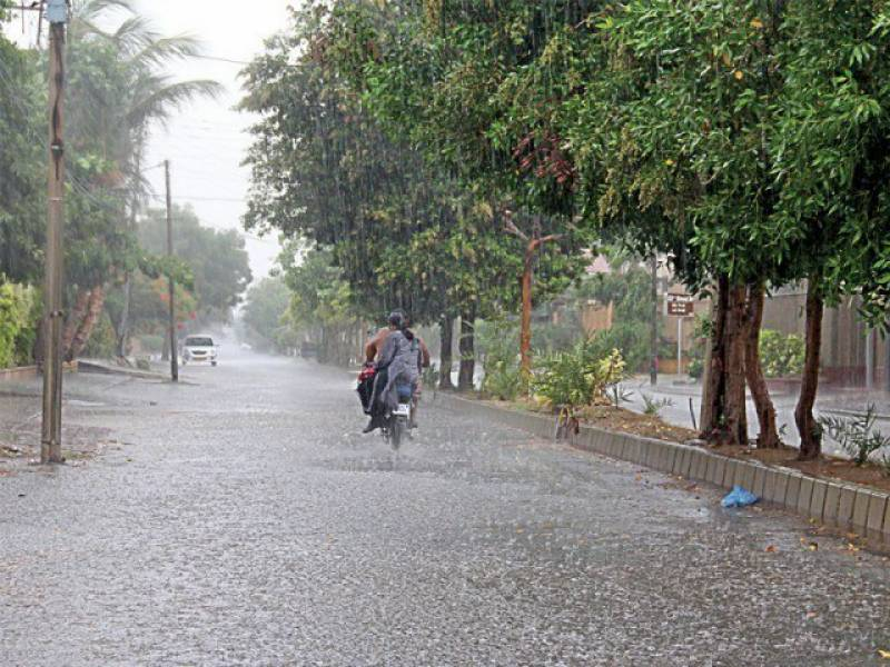 لاہور سمیت مختلف علاقوں میں بارش کا سلسلہ بدھ تک جاری رہنے کا امکان