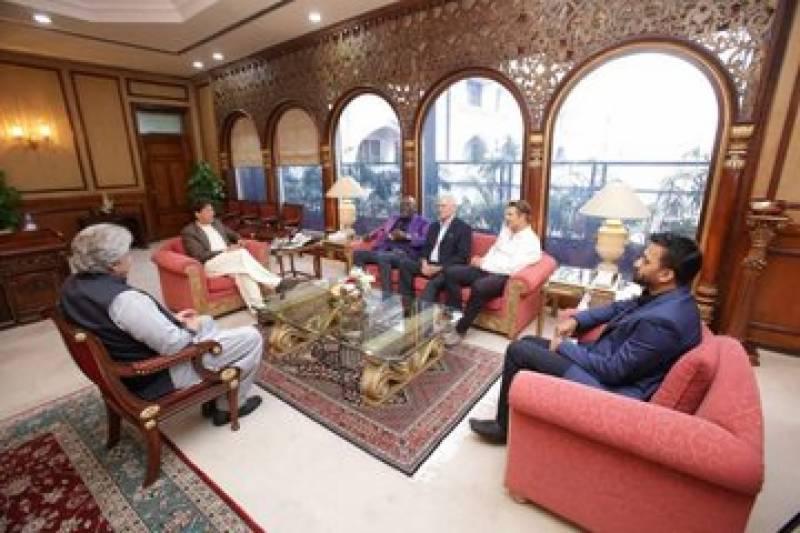 وزیراعظم سے لیجنڈ کرکٹرز کی ملاقات، پاکستان میں کرکٹ کے فروغ سمیت دیگر امور پر تبادلہ خیال کیا