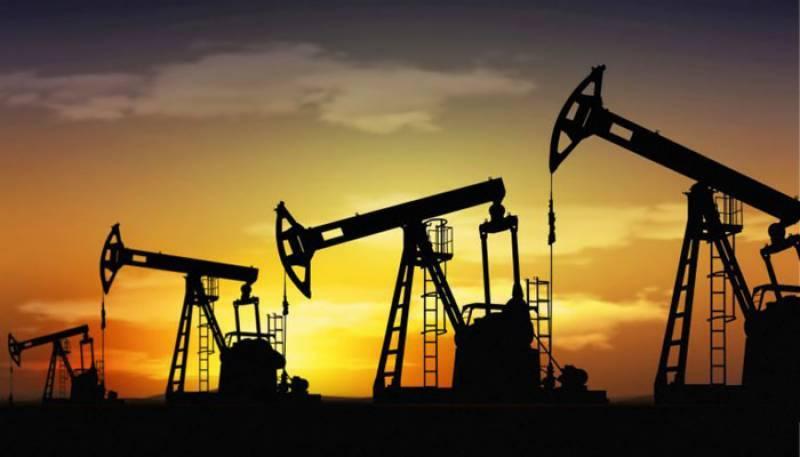 تیل کی قیمتیں ایک سال کی کم ترین سطح پر آ گئیں
