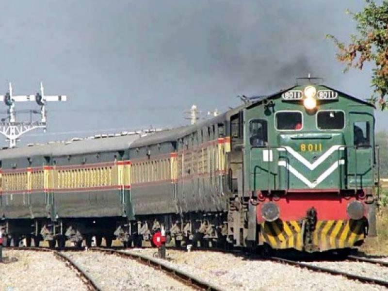 شیخ رشید کا مرحلہ وار 34 ٹرینیں بند کرنے کا اعلان