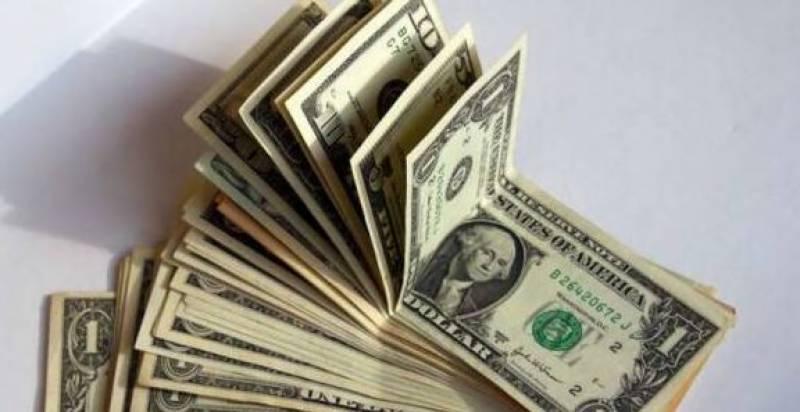 کورونا وائرس کے وار تیز، ڈالر پھر مہنگا ہو گیا