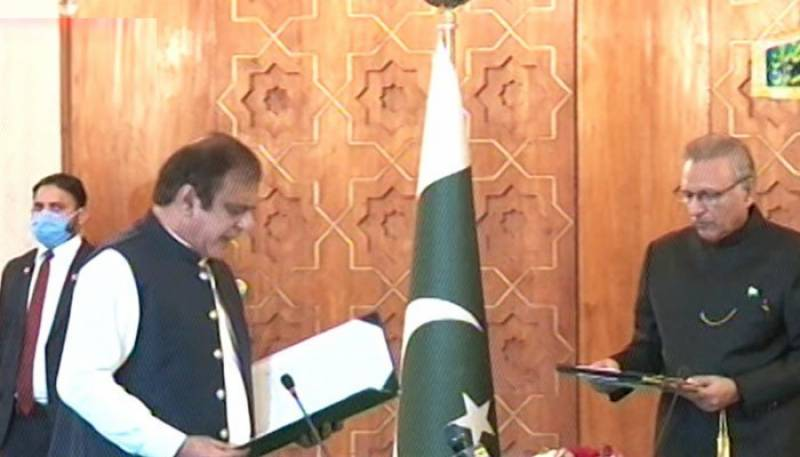 شبلی فراز نے وفاقی وزیر کے عہدے کا حلف اٹھا لیا