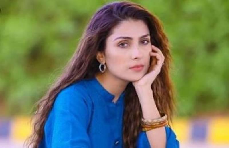 اندھیرے میں بھی ستاروں پر نظر رکھیں،عائزہ خان