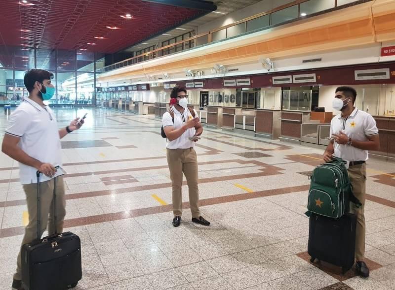 پاکستان کرکٹ ٹیم خصوصی پرواز کے ذریعے مانچسٹر روانہ