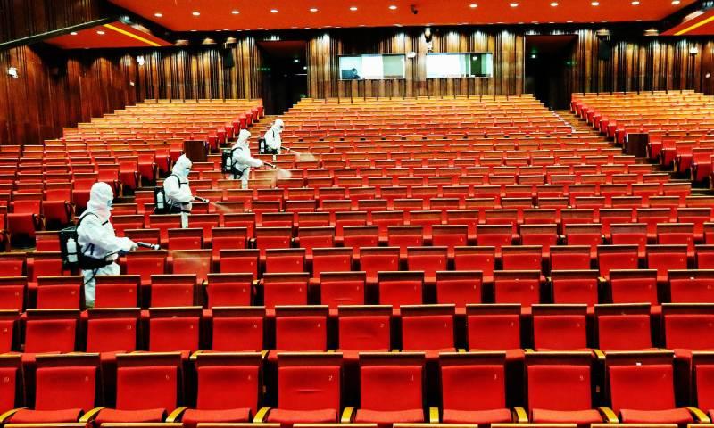 چین کا کورنا وائرس کے کیسز میں کمی کے بعد سنیما گھر کھولنے کا اعلان