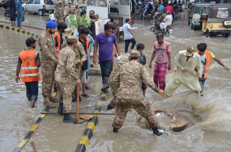 کراچی میں بارش ،فوج اور رینجرز کی ٹیمیں ریلیف کاموں میں مصروف ہیں،آئی ایس پی آر