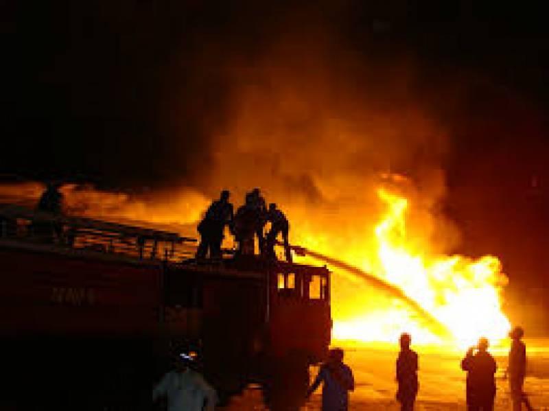 کراچی: عمارت میں آگ لگنے کے باعث 4 افراد جاں بحق