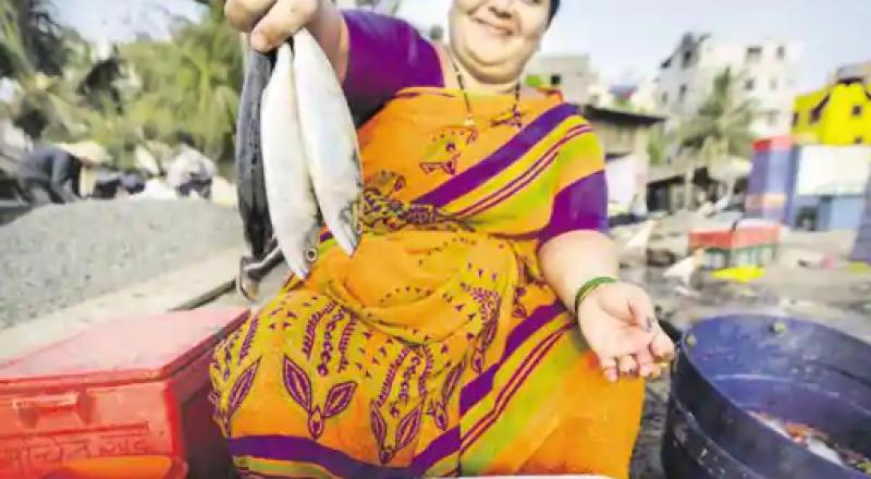 ایک مچھلی نے بزرگ خاتون کی زندگی بدل دی