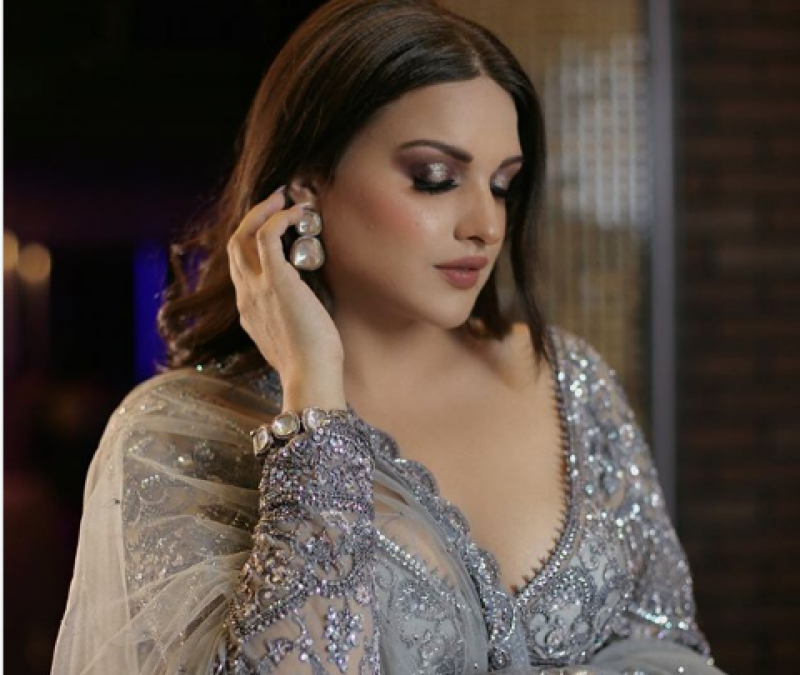 بھارتی اداکارہ و گلوکارہ ہمانشی کھرانہ کو کورونا نے ہسپتال پہنچا دیا