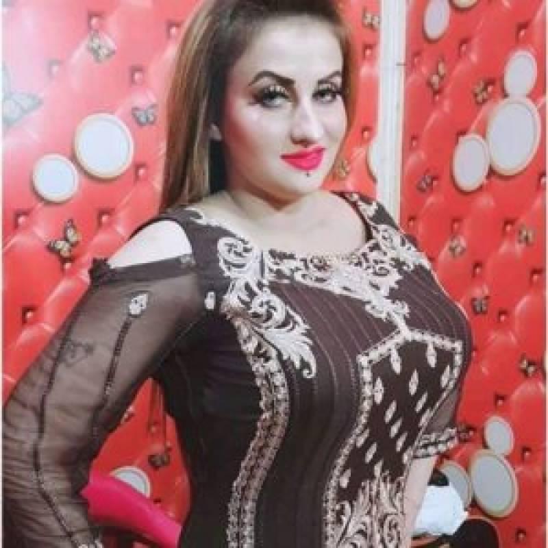 فیملی کورٹ نے اداکارہ آفرین خان کو خلع کی ڈگری جاری کرد ی