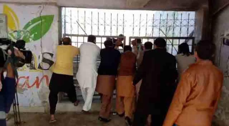 ملتان، اپوزیشن جماعتوں کے کارکن آپے سے باہر، قلعہ کہنہ قاسم باغ اسٹیڈیم میں داخل