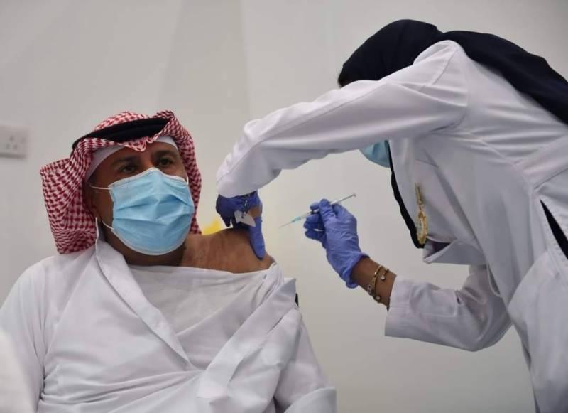 سعودی عرب میں بھی کورونا سے بچاؤ کی ویکسین لگانے کا عمل شروع