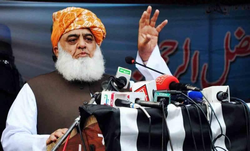 لوگ کہہ رہے ہیں پرانے چوروں کو واپس لاؤ تاکہ روٹی تو ملے، مولانا فضل الرحمان