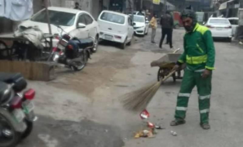 لاہور ، چھٹی کے باوجود صفائی کا عمل جاری