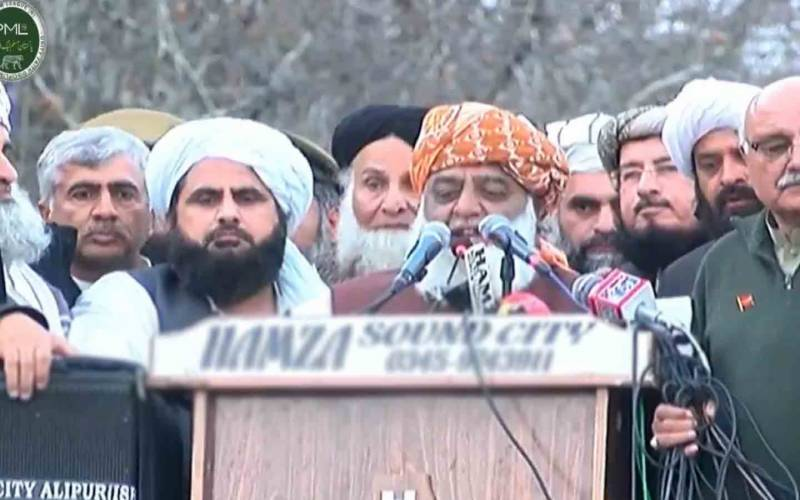 عمران خان یہودی ایجنٹ اور اسے وہاں سے مدد حاصل ہے، مولانا فضل الرحمان