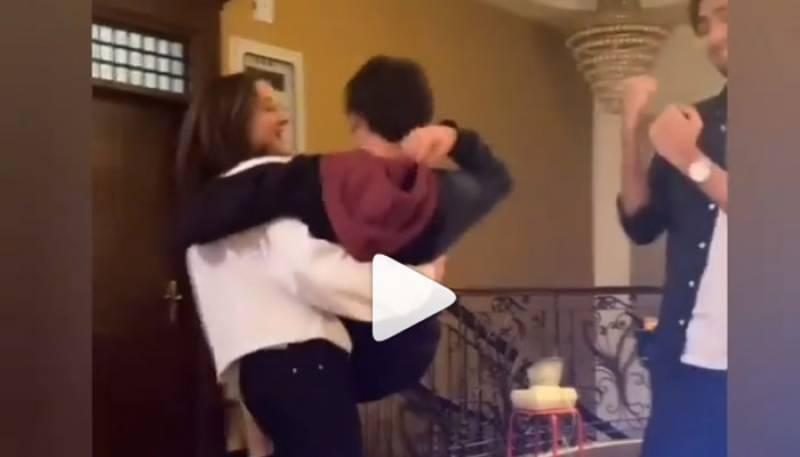 Hania Amir New Video